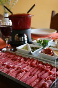 foundee-chinoise,-versao-suica-que-cozinha-a-carne-ao-inves-de-fritar-como-no-frances