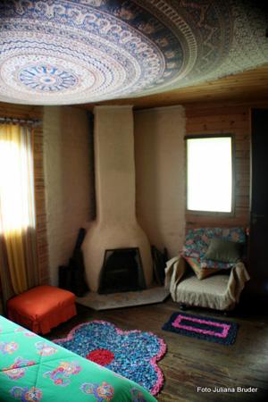 As confortáveis suites do Ashram foram desenvolvidas para garantir qualidade. Os quartos, distantes uns dos outros tem lareira e garantem privacidade.