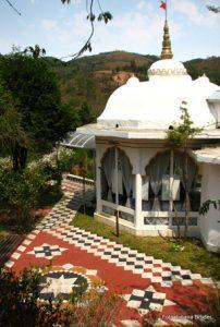 Templo Budista erguido dentro do Ashram, inde são celebradas cerimonias com muitos cantos e todos os que vivem lá.