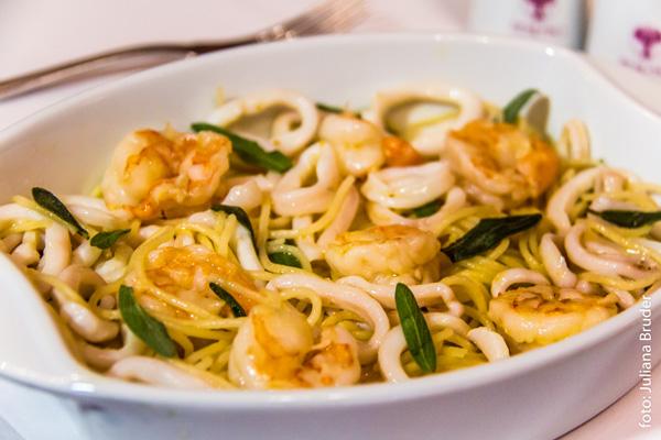 massa-spaghetti-com-camaroes-e-lulas