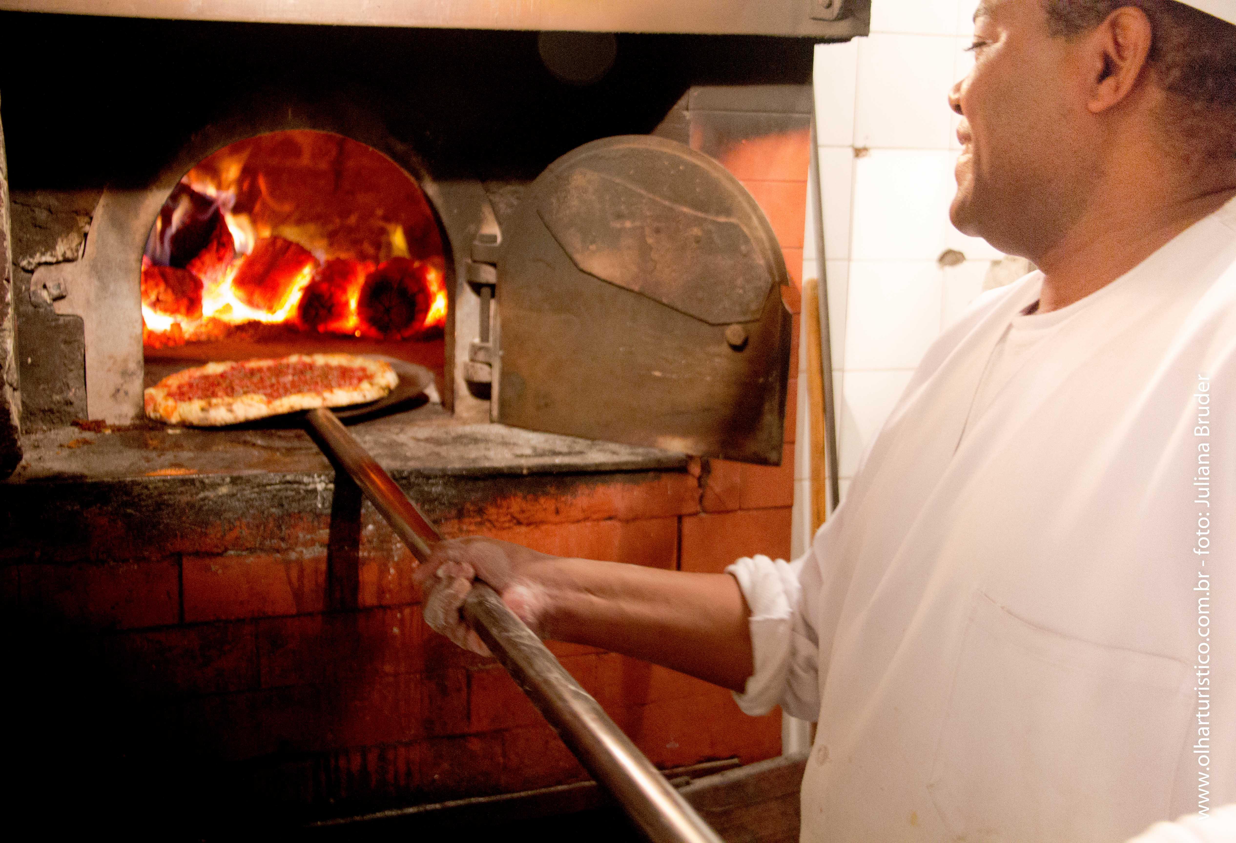 Pizzaiolo no Forno da Castelões