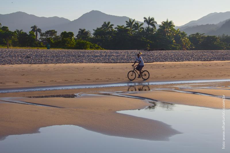 Imagens bucólicas na Praia de Cambury