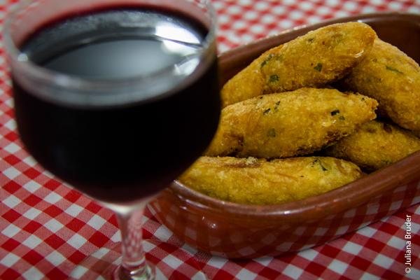Harmonização perfeita, Bolinhos de Bacalhau sequinhos e Vinho Tinto Seco Português