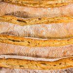 pães rústicos da padaria santa branca