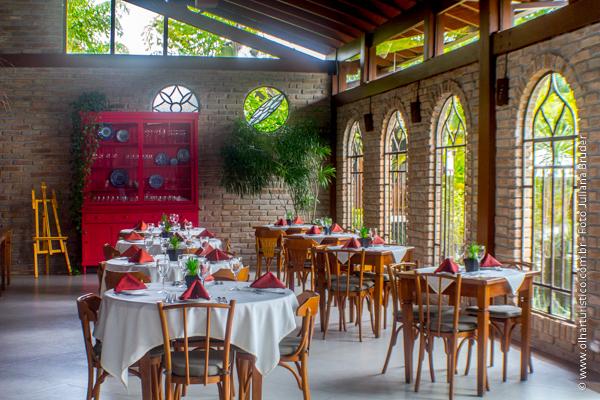 Do Villa Bar e Restaurante - Ventilação, Luz Natural, Espaço entre as mesas